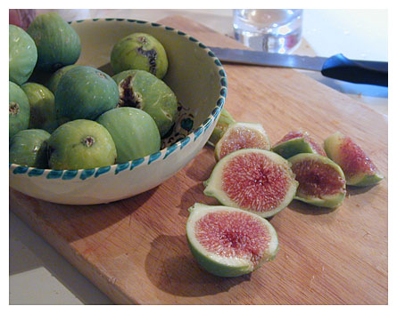 Making Umbrian figs into fig marmalade